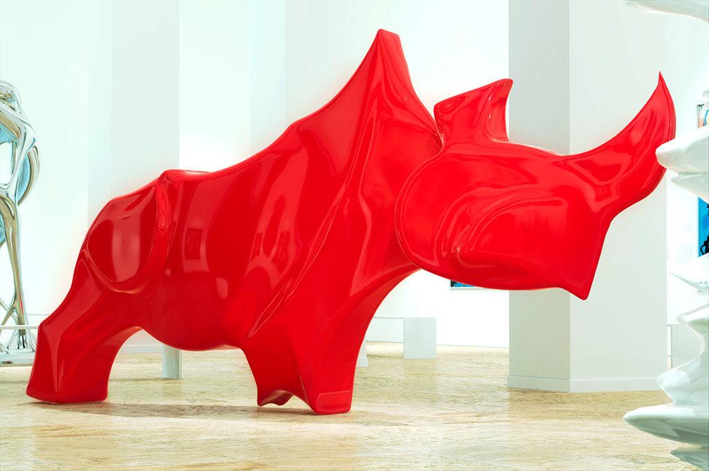 Oeuvre d'art dans un musée rhinoceros rouge